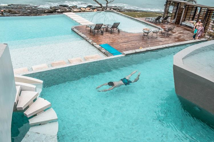 Independence Hotel Sihanoukville ocean view pool