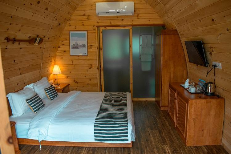 Independence Hotel Sihanoukville wooden pods interior