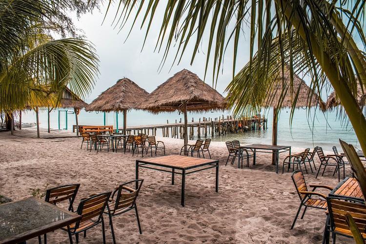 Sok San Beach Resort restaurant at sunset