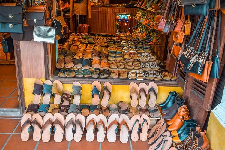 Leather shoes shopping in Hoi An