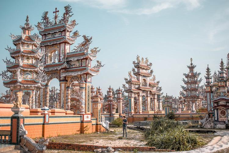 City of Ghosts, the biggest cemetery in Vietnam - An Bang Cemetery
