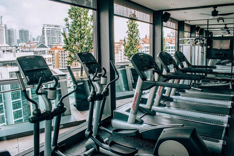 Holiday Inn Express Clarke Quay Singapore fitness room with stationary bicycles