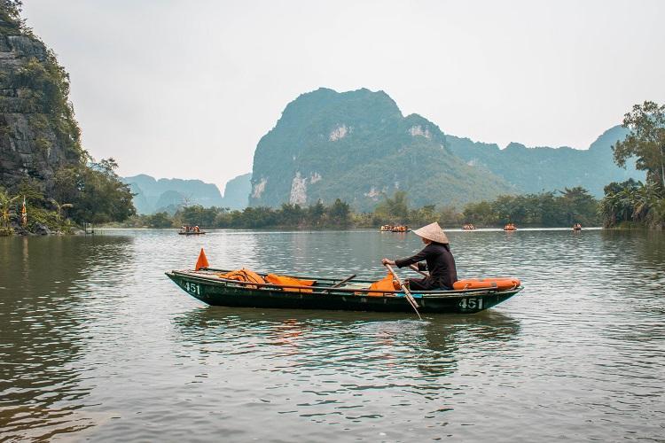 Vietnamese guide at Trang An boat tour, Ninh Binh