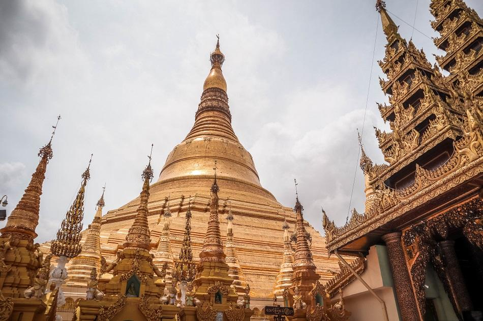 Best Yangon Temples - incredible Shwedagon Pagoda