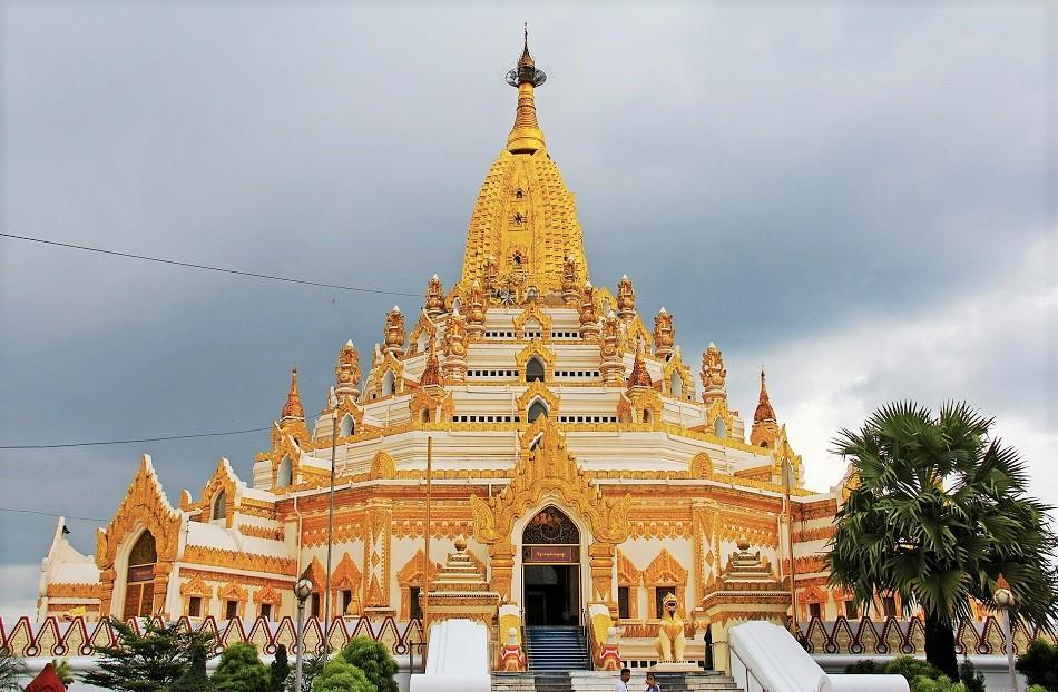 Best temples in Myanmar - Tooth Relic Pagoda Yangon