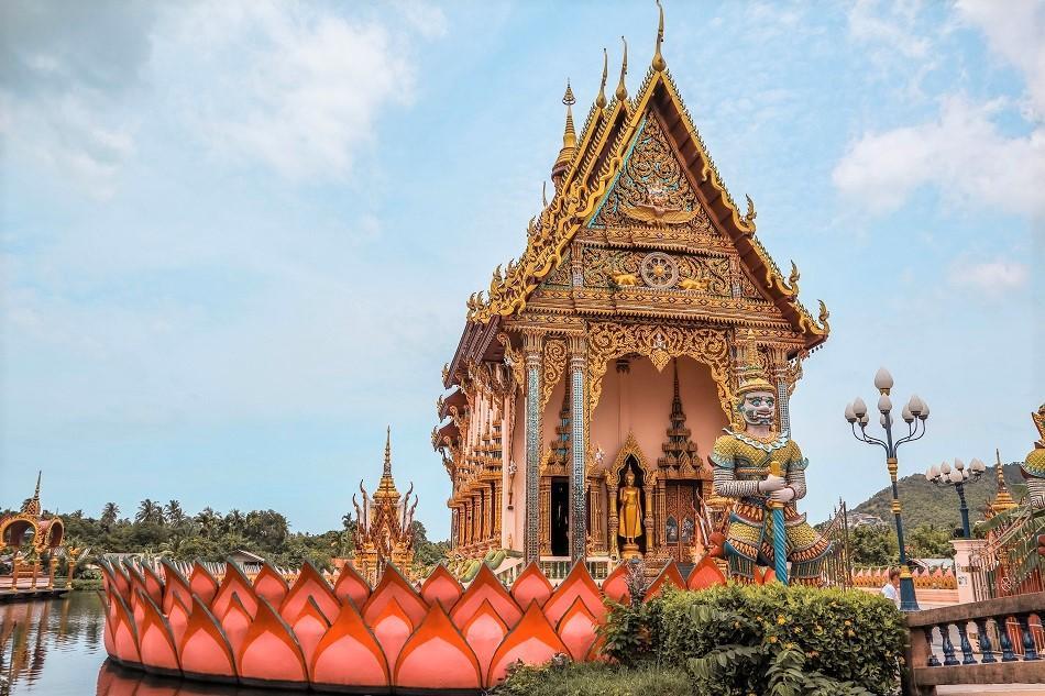Wat Plai Laem Koh Samui floating temple architecture Thailand