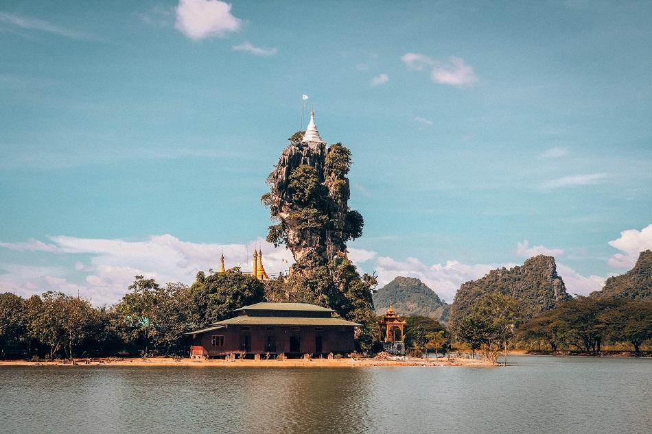 Best temples in Myanmar - Kyauk Kalat Pagoda front view, Hpa An