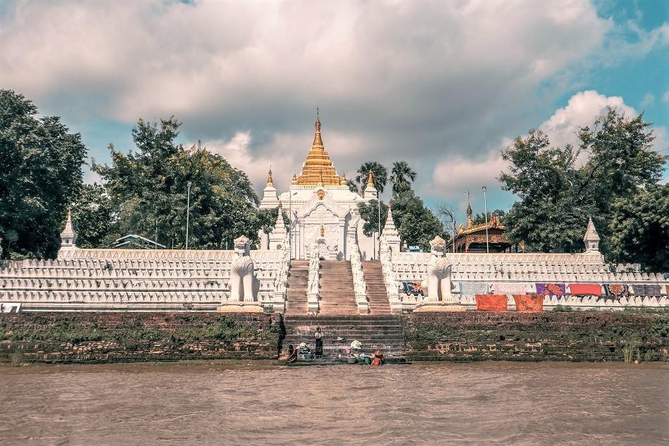 Sat Taw Yar Pagoda in Mingun, Myanmar