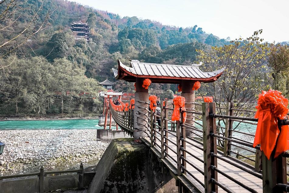 Dujiangyan tourist attraction - Anlan Bridge