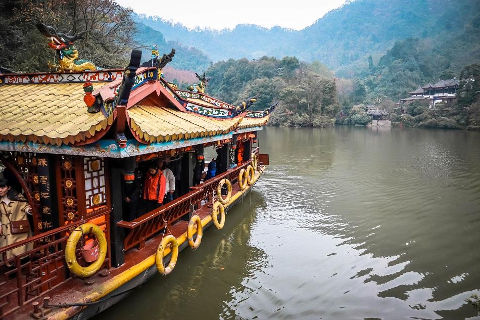Qingcheng Mountain boat over lake, Chengdu