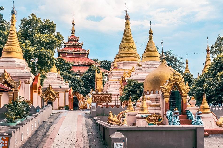 Taung Mingyi Pagoda near U Bein Bridge, Mandalay