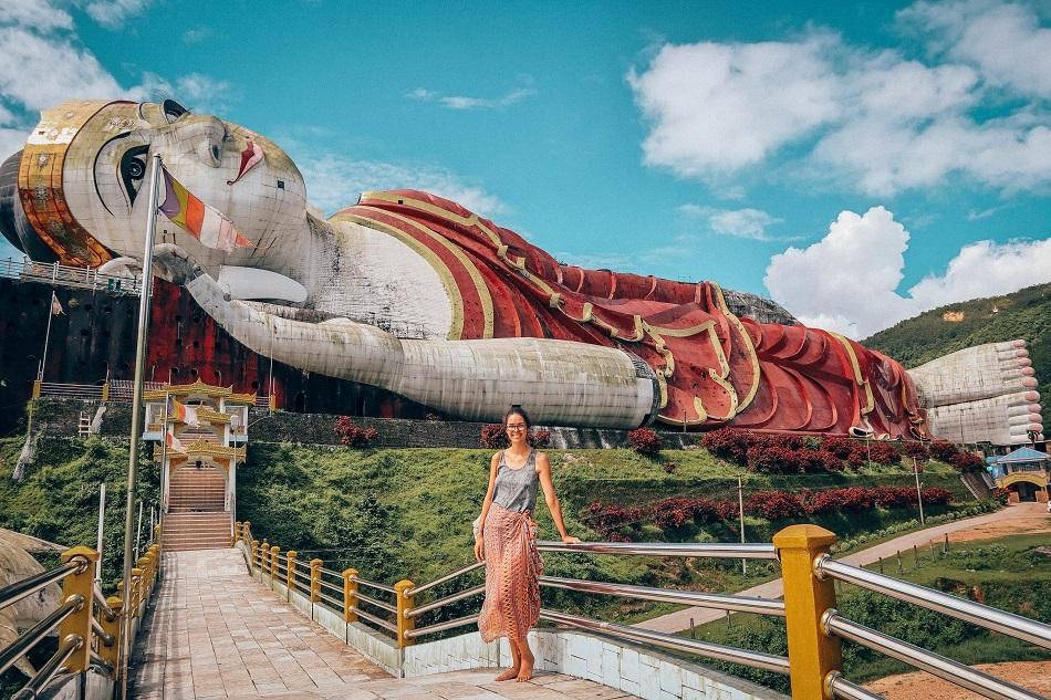 Best temples in Myanmar - Win Sein Taw Ya - Biggest reclining Buddha in the world