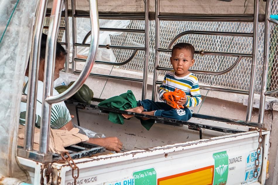 Myanmar photo gallery - Burmese Child