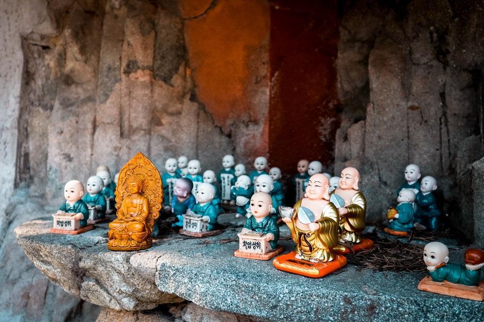 Buddha statues at Haedong Yonggungsa Temple