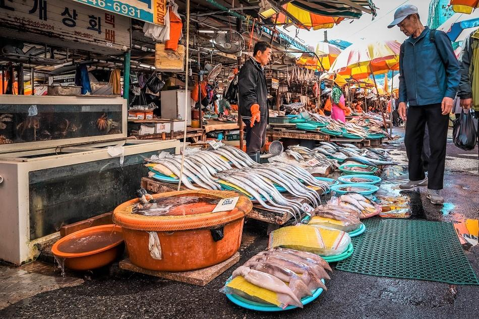 Vendors at Busan Jagalchi Fish Market