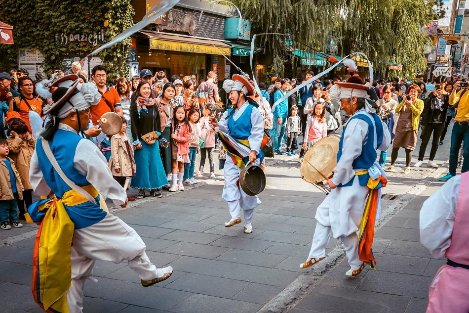 Korean traditional dance at Insadong Street