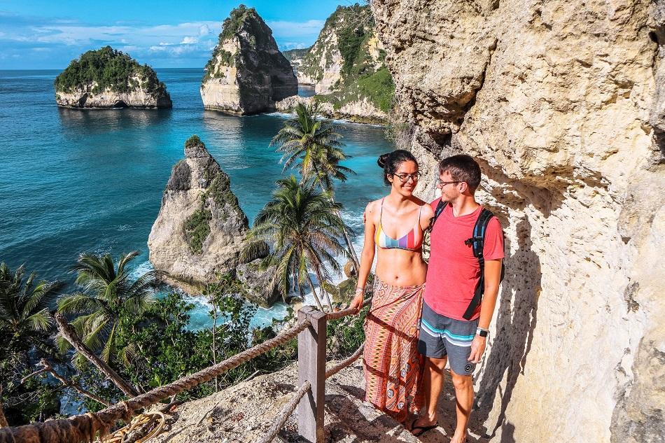 Couple at Diamond Beach, Nusa Penida