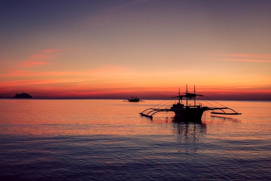 Sunset at Corong Corong Beach in El Nido