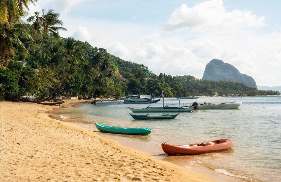 Corong Corong Beach in El Nido boats