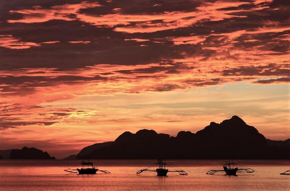 El Nido Las Cabanas Beach sunset