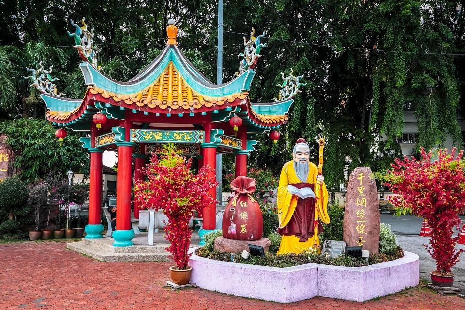 Thean Hou Temple, Luala Lumpur garden statues