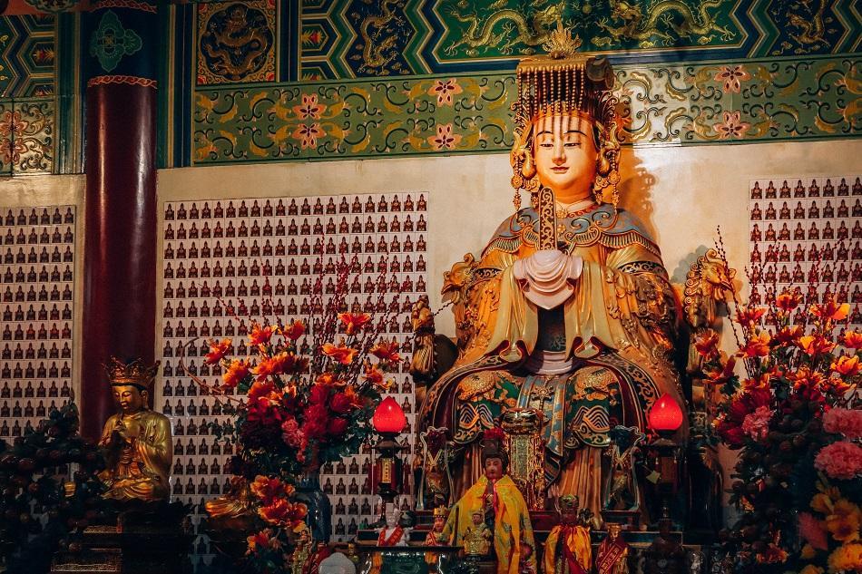 Thean Hou Temple, Luala Lumpur prayer hall