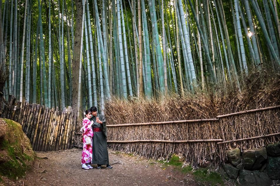 Couple in kimono at Kyoto Arashiyama Bamboo Forest