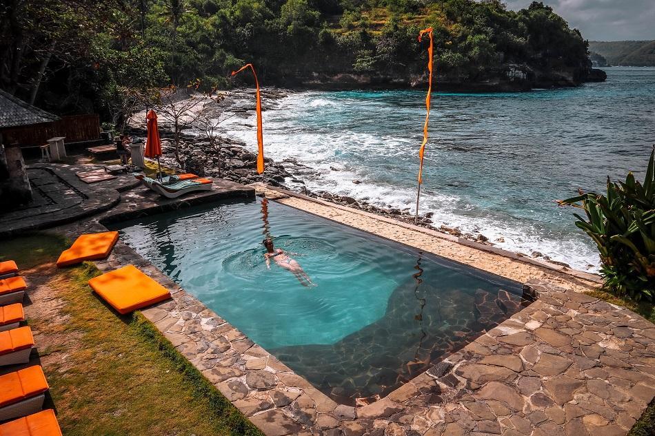 Secret Beach infinity pool, Nusa Ceningan