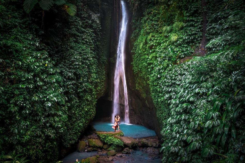 Leke Leke Waterfall couple, Bali