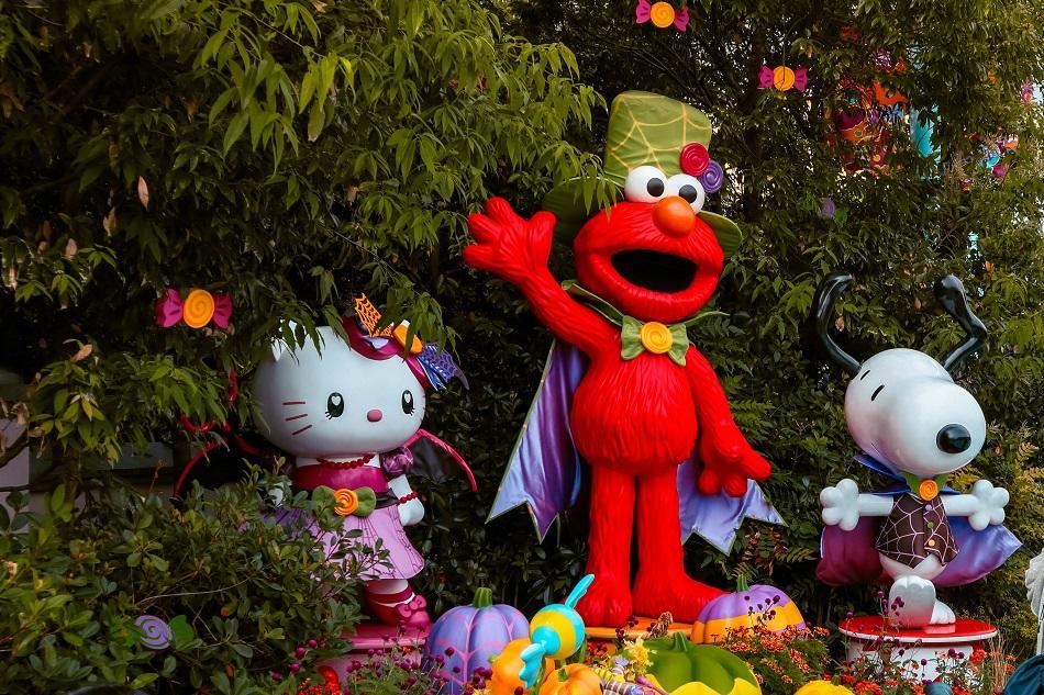 Sesame Street and Hello Kitty at Universal Studios Japan