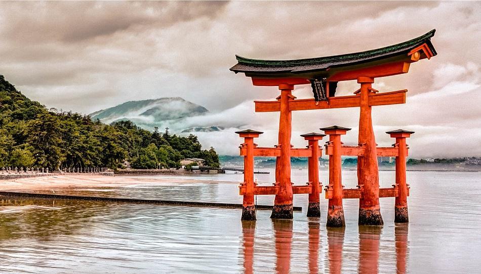 Red torii gate at Hiroshima