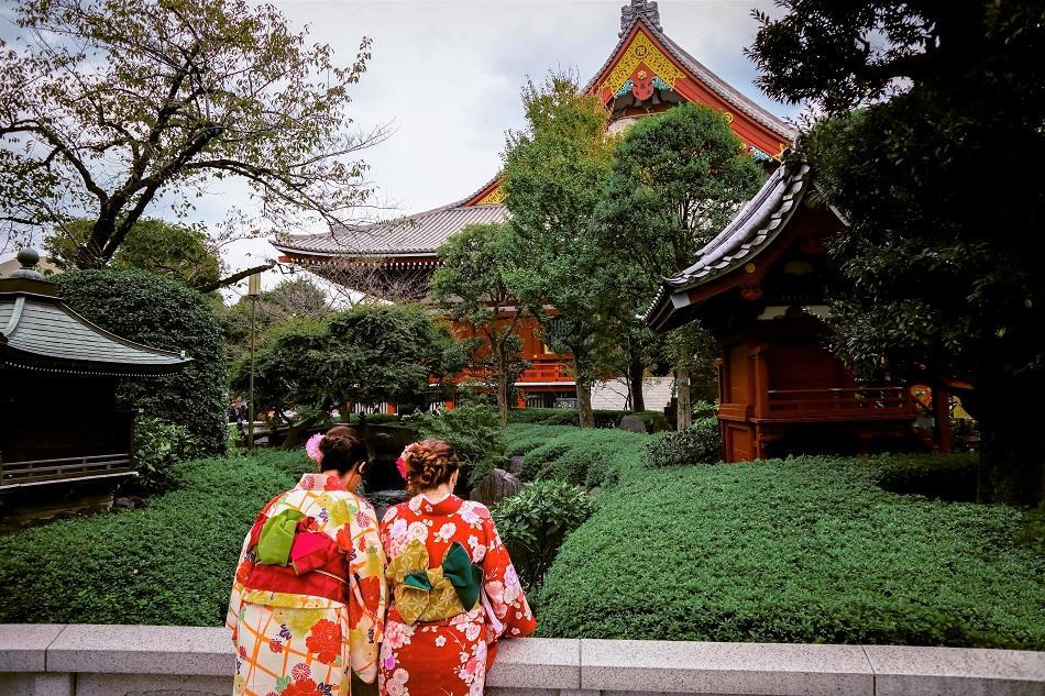 Japanese girls wearing a kimono in Tokyo