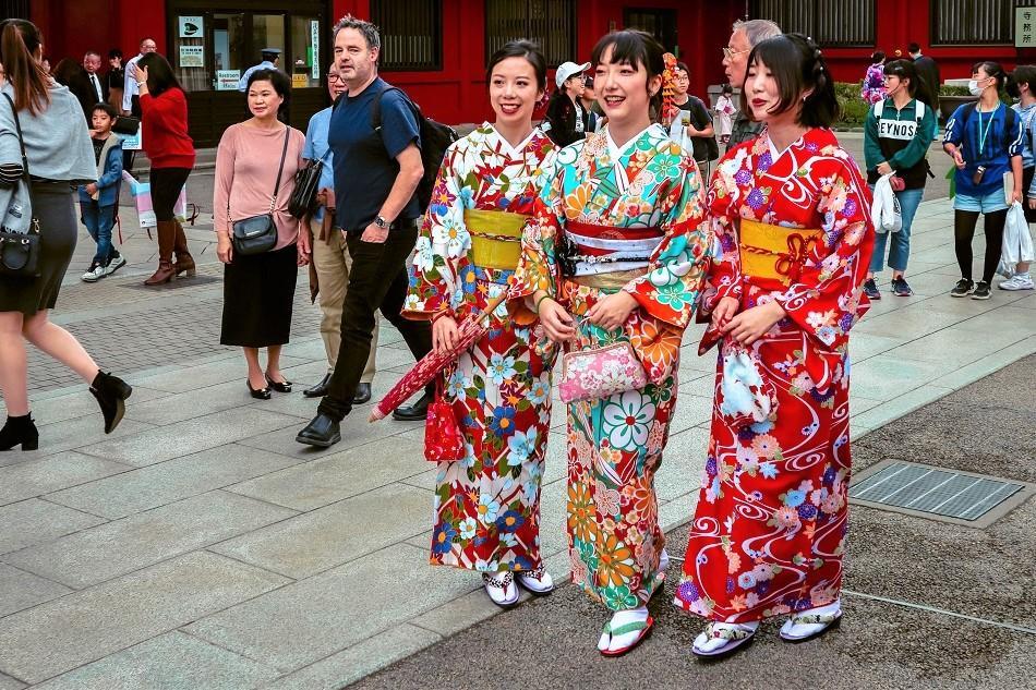 Girls wearing kimonos in Tokyo