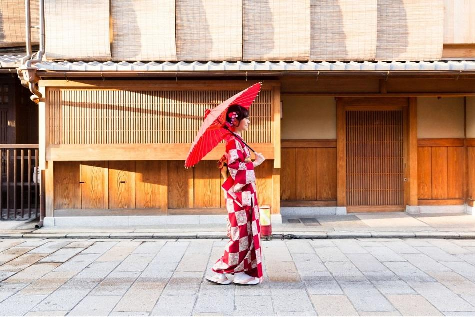 Japanese girl wearing a kimono in Tokyo