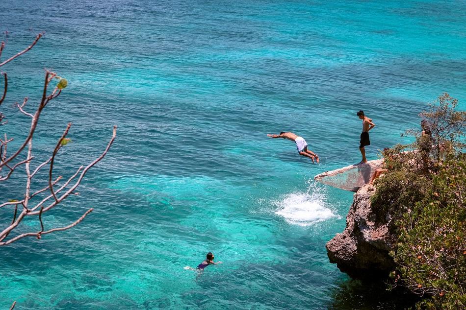 Salagdoong Beach Siquijor cliff jumping