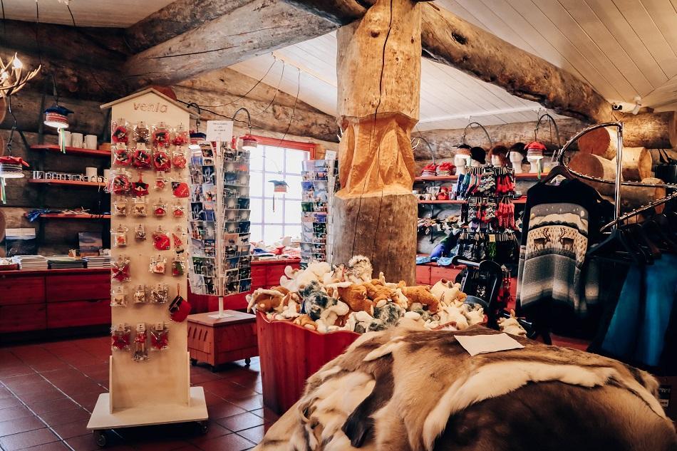 Kakslauttanen Arctic Resort souvenir shop