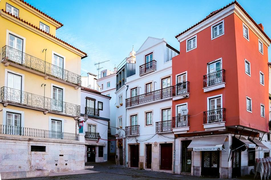 Houses in Largo do Chafariz de Dentro, Lisbon - free things to do in Lisbon