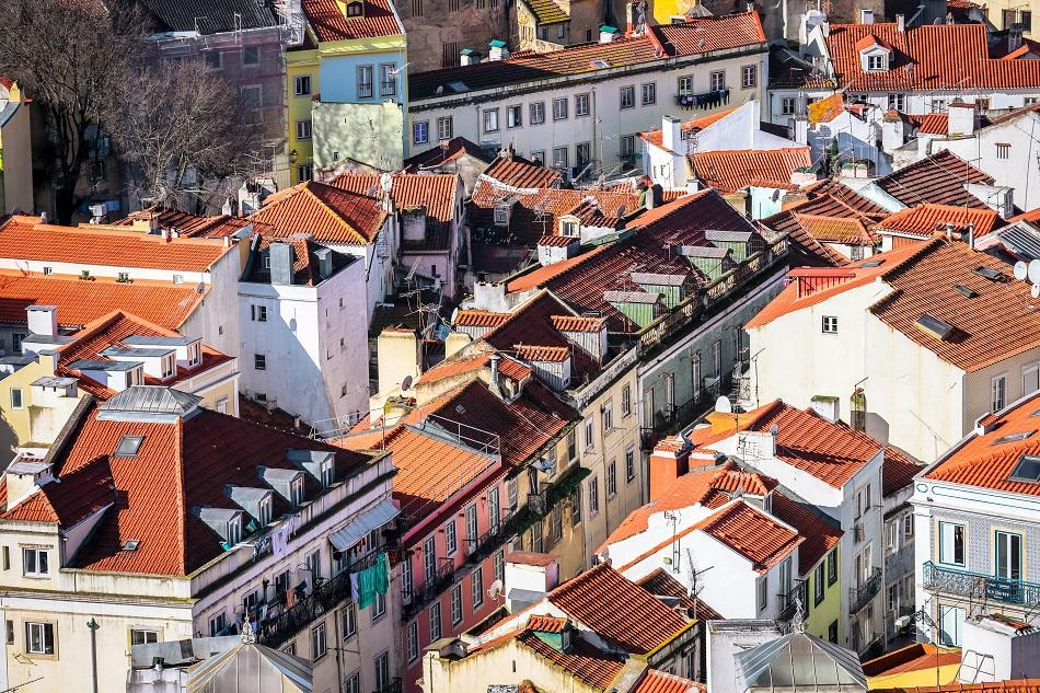 Crowded houses of Lisbon