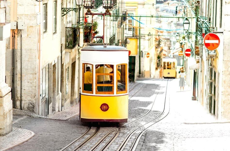 Bica funicular with no people - free things to do in Lisbon