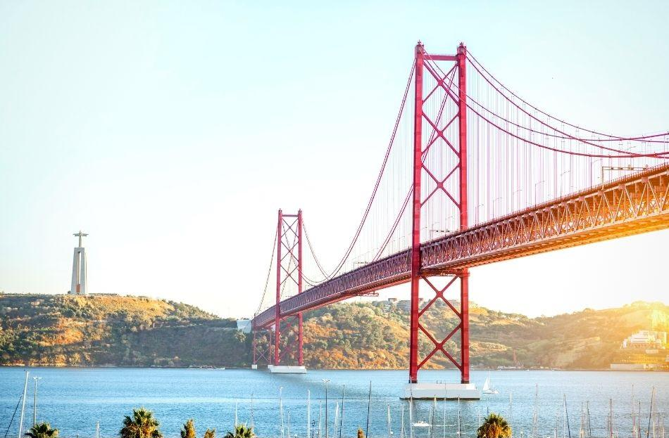 Ponte 25 de Abril Lisbon - free things to do in Lisbon