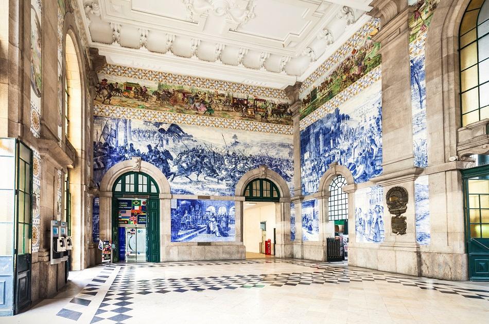 Sao Bento Train Station, Porto azulejos