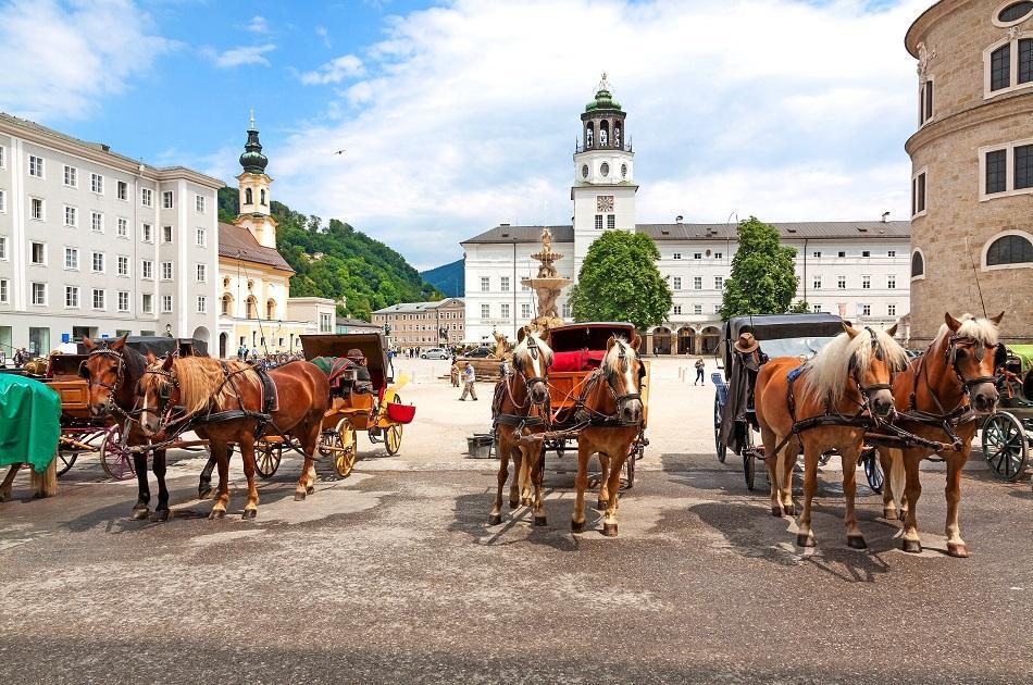 Residenplatz horse carriages Salzburg