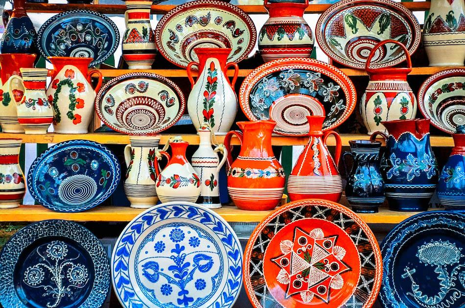 Romanian Horezu pottery, Romanian plates with traditional motifs, romanian souvenirs, things to buy from Romania