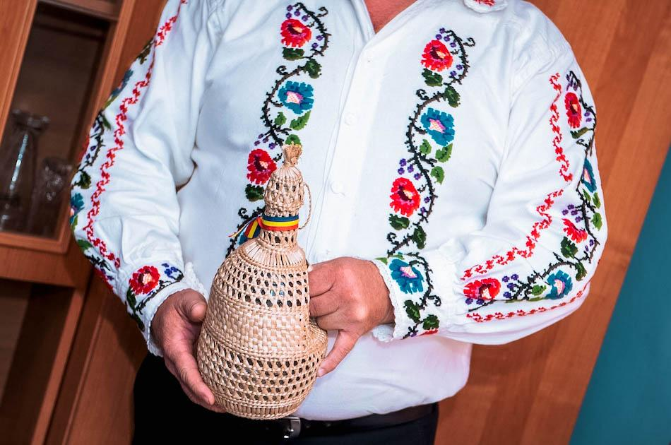 Romanian souvenirs, romanian tuica, romanian palinca, romanian alcoholic beverage