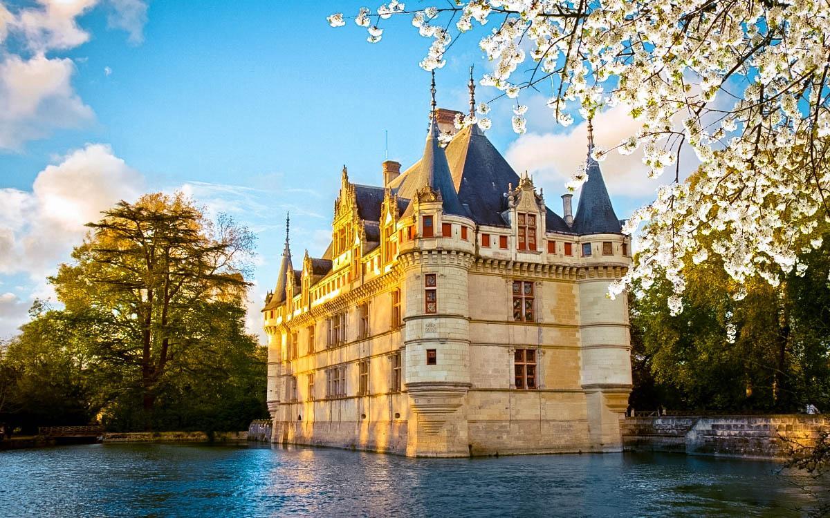 Azay le Rideau Castle - the most beautiful castles in Europe, fairytale castles in Europe, top castles in Europe, must-visit castles in Europe. unique castles in Europe