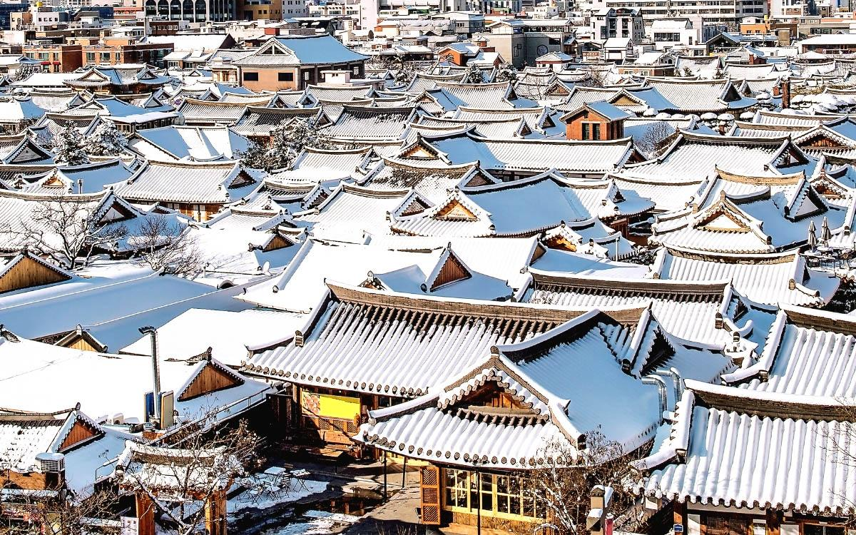 Jeonju Hanok Village in winter covered in snow - things to do in South Korea in winter, South Korea winter activities, visiting South Korea in winter