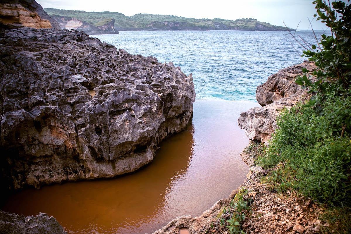 high tide at Angel Billabong Nusa Penida, muddy water