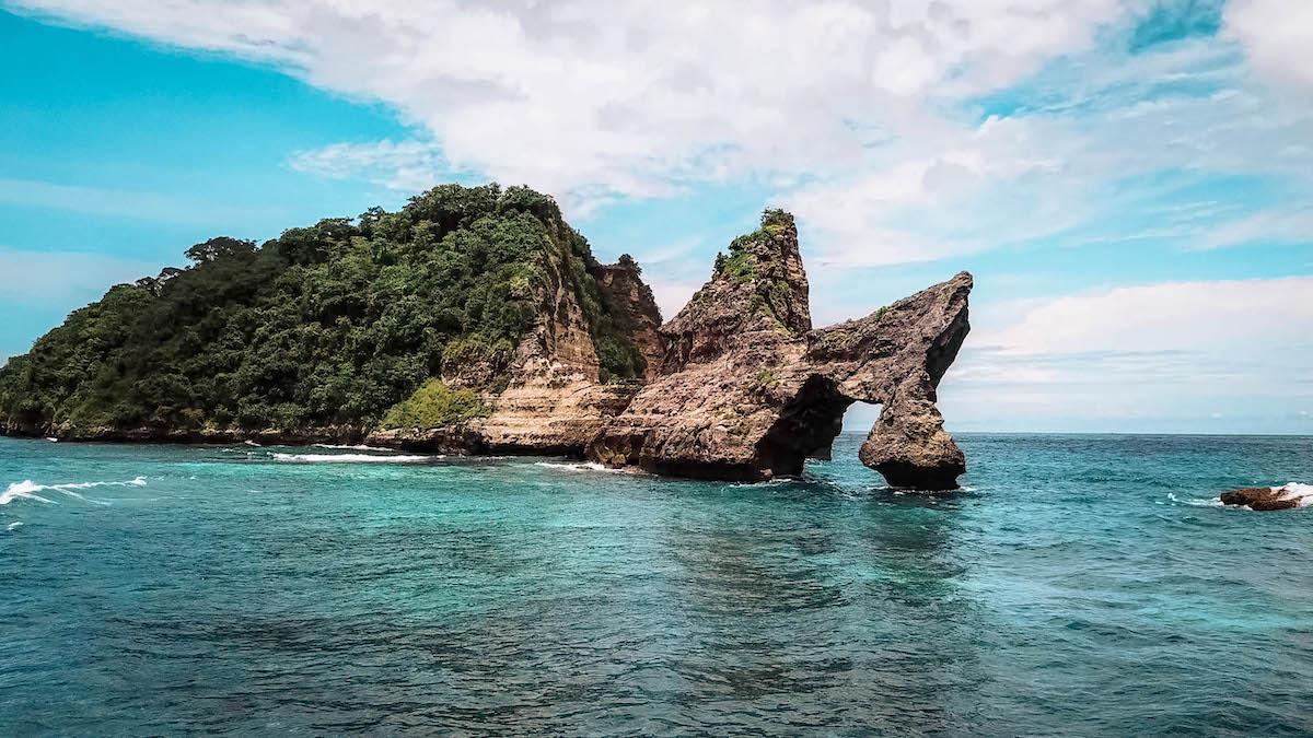 Atuh Beach Nusa Penida - broken cliff