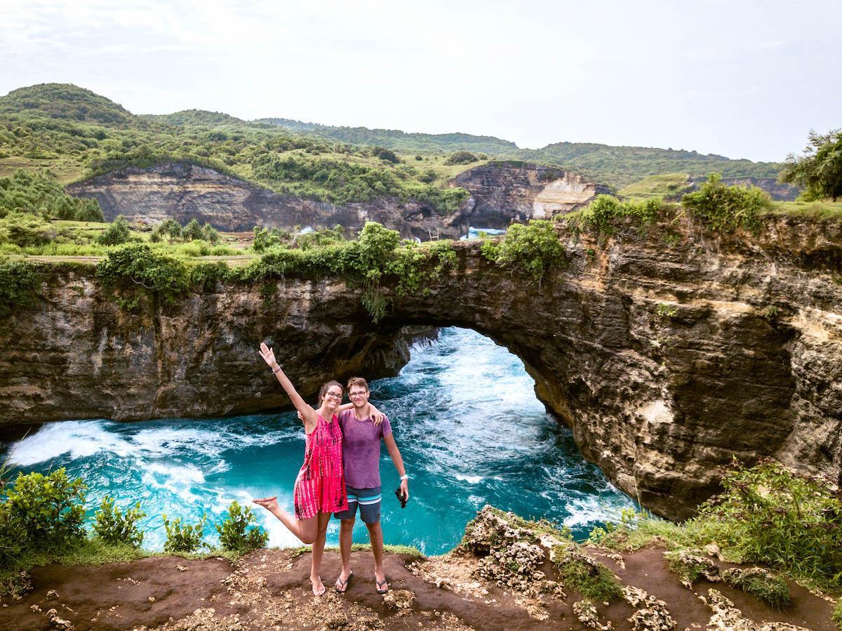 Couple Aurelia Teslaru and Dan Moldovan at the Broken Beach Nusa Penida