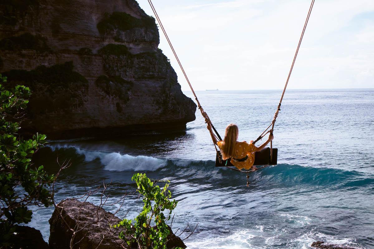 Diamond Beach swing Nusa Penida